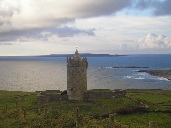 Doonagore Castle Doolin and Aran Islands